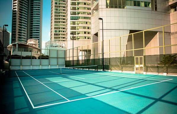 Millennium-Residence-Bangkok-tennis-courts